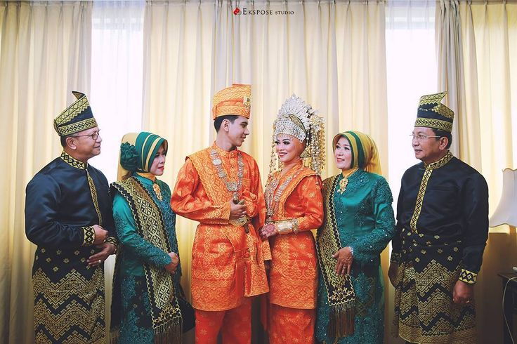 """"""" having somewhere to go is a home.. having someone to love is a family.. having both is a blessing"""" From the wedding of @dellanriva + Rendy Photo by @hendraekspose WO by @nurbayawedding1  MUA by @nanamakeup2  Henna by @hennaade  venue @hotelmutiaramerdeka  #family  #pekanbaru  #ekspose_studio"""