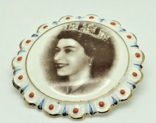 queen elizabeth ii corontion brooch pin 1953 coalport china royal collectible elizabeth ii queen elizabeth ii queen elizabeth pinterest
