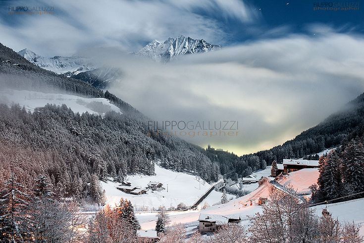 ahrntal night landscape - Speickboden & burg in taufers after a snowfall