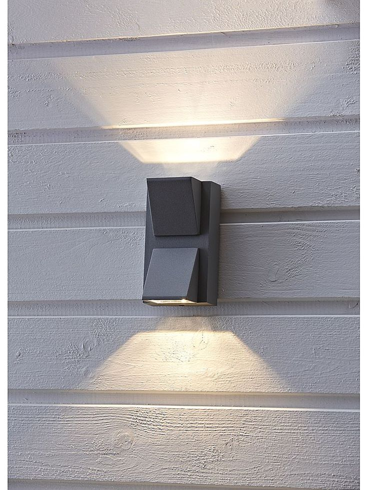 Svart utomhuslampa - Markslöjd Carina LED vägglampa