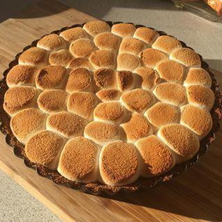 Dejligt at have en datter der bager @maiamusen #chokoladetærte#kage#cake#marshmallow