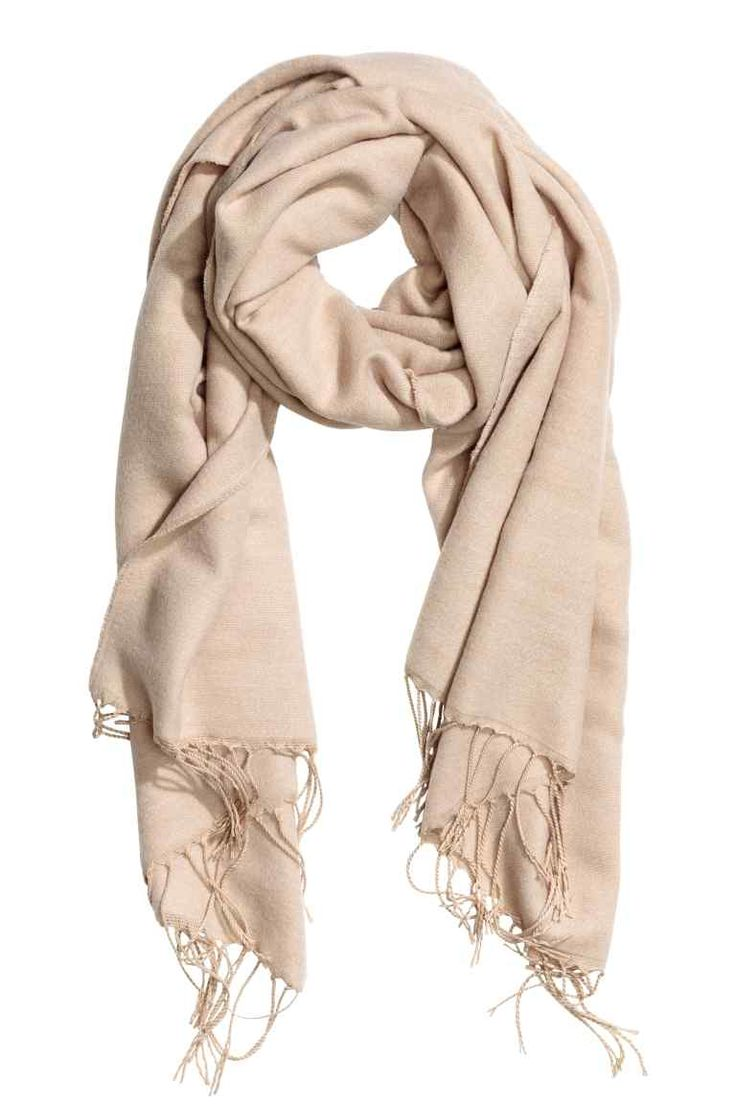 999 Тканый шарф: Шарф из мягкой ткани. На концах шарфа бахрома. Размер 80x210 см.