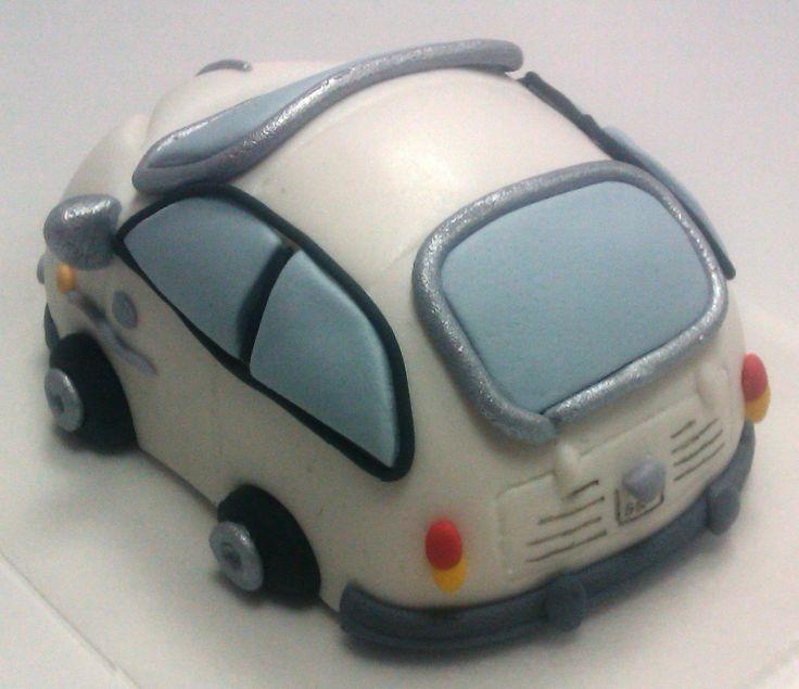 Os traemos el modelado de un 600 hecho en fondant para una tarta. — en Dos Hermanas. (TRASERA)
