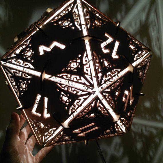 D20 Dungeons Dragons Wurfel Hangelampe Anhanger Geometrische Beleuchtung Holz Lampe Mit Bildern Hange Lampe Holzlampe Geometrisch