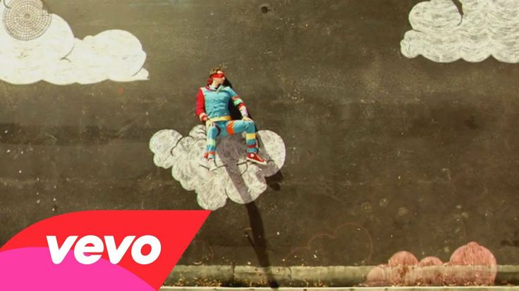 Coldplay - Strawberry Swing // The coolest music video ever? How long did this take?!