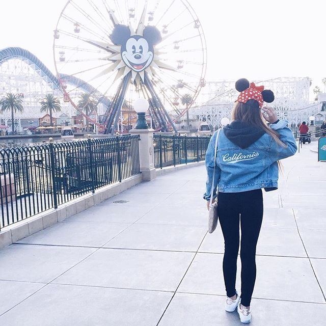 dreamin' of disney ❤️ comment below your fave disney character ☺️ my fave is goofy  #oldphoto