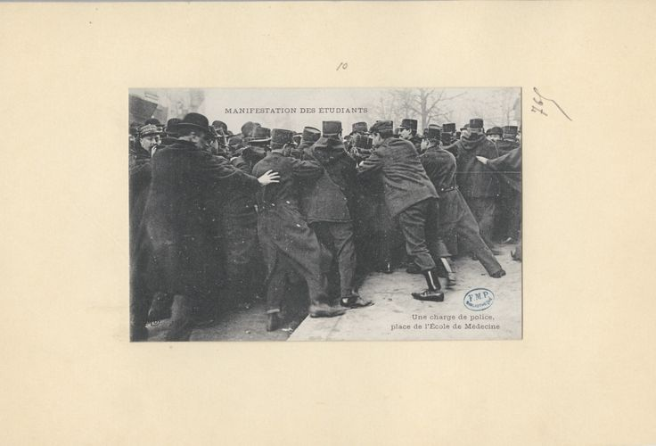 Réf. image : CISA0765 Manifestation des étudiants : une charge de police, place de l'Ecole de Médecine Mots-clés : Urbanisme. Etudiants. Manifestations (conflits sociaux). Médecine (académie, école, faculté). Paris . 20e siècle Edition : Paris : Ernest Le Deley (E. L. D.), 1909 (circa) Cote : CISA0765  Technique : Impr. photomécanique - Phototypie   Adresse permanente de cette image : http://www.biusante.parisdescartes.fr/histmed/image?CISA0765