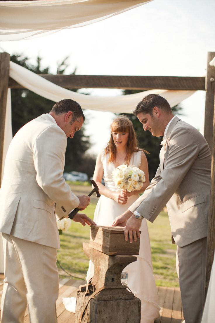 Wine box ceremony - the bride and groom write each other a