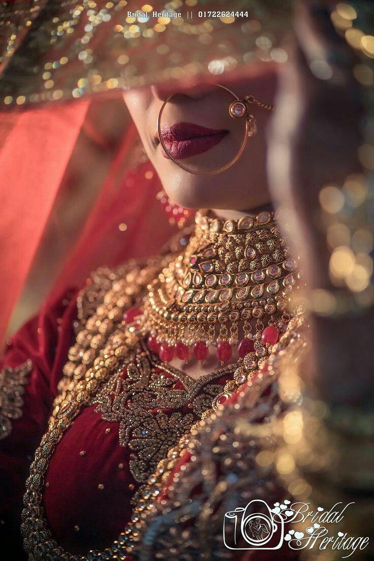 Mariage A La Plage In 2020 Indian Wedding Photography Poses Bridal Photography Poses Indian Wedding Poses
