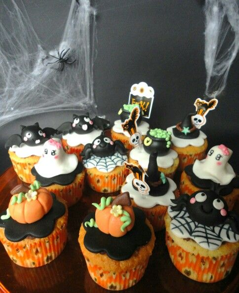 halloween cupcakes inspired by molly - Halloween Inspired Cupcakes