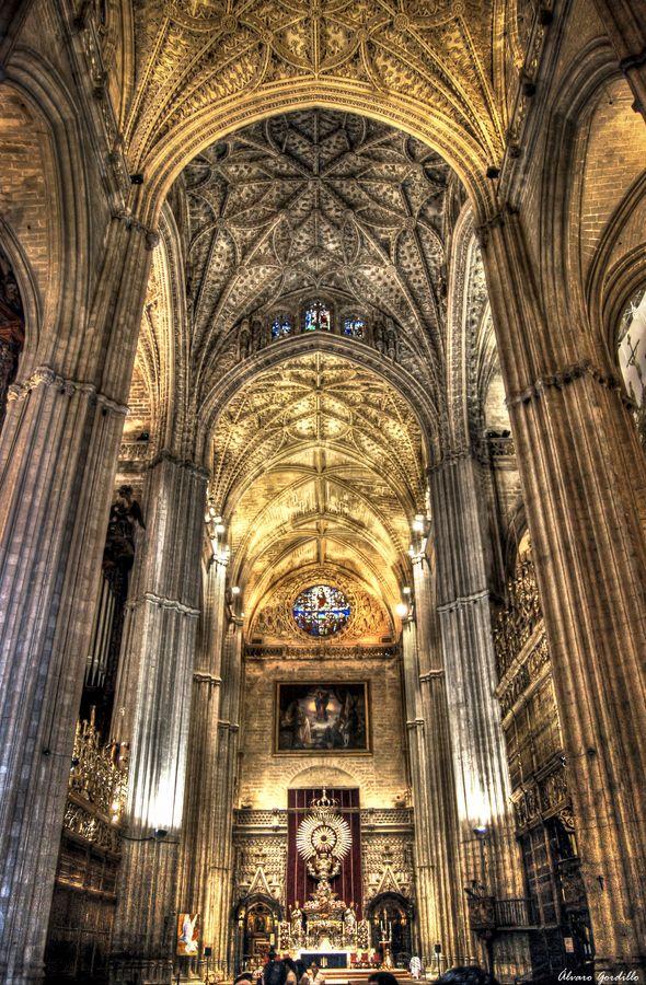 Catedral de Sevilla Altar Sacramental donde hacen estación de penitencia todas las Cofradías en Semana Santa