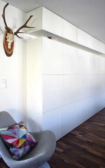 Nos gusta este gran mueble construido a base del sistema Besta de Ikea
