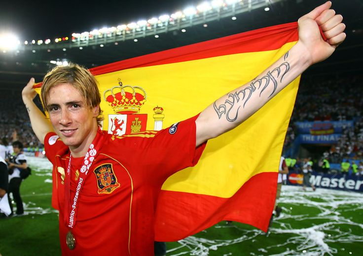 Fernando Torres of Spain holds the national flag after the UEFA EURO 2008 Final match between Germany and Spain at Ernst Happel Stadion on June 29, 2008 in Vienna, Austria. - Germany v Spain - UEFA EURO 2008 Final