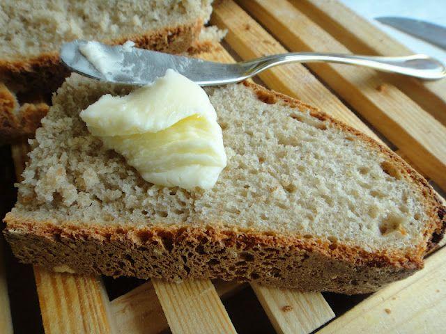 PÃO DE TRIGO SARRACENO: Andava com muita vontade de fazer pão com farinha de trigo sarraceno e depois de muito procurar encontrei esta receita e esqueci-me de anotar o nome ...