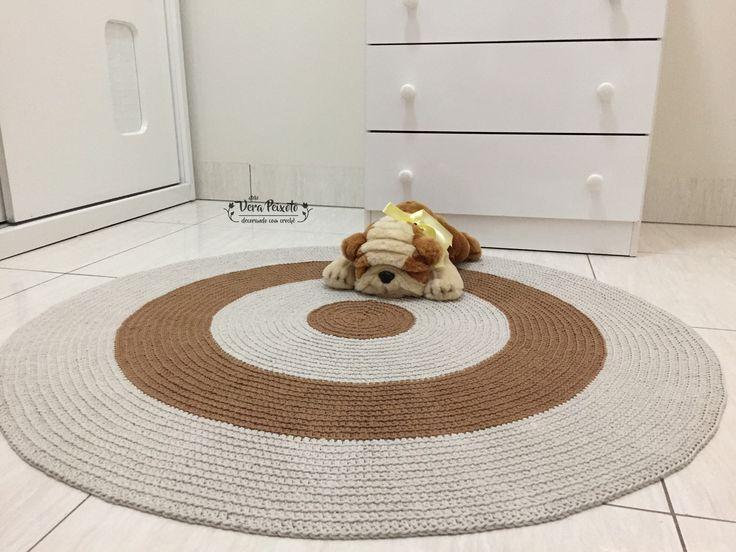 Os tapete do Ateliê Vera Peixoto são feitos por encomenda para melhor atender as mamães na hora da decoração do quarto de seu bebê, criança ou adolescente. Este é o tapete baby Betina, nas cores caramelo e cáqui, foi a pedida da mamãe para combinar com o papel de parede e a decoração do quarto. C...