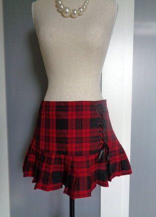 À vendre sur #vintedfrance ! http://www.vinted.fr/mode-femmes/jupes-plissees/30651507-jupe-courte-plissee-kilt-carreaux-esprit-gothique-ou-cambridge-neuve-t-34-ou-36-marque-jennifer