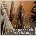Manualidades de Navidad: un árbol de papel con viejos libros reciclados