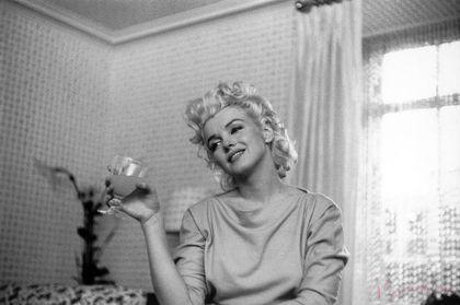Para mi, esta es una de las mujeres mas bellas que he visto. Que lo disfruten. :F :F...