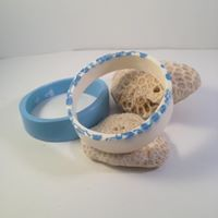 Blue and White resin set. Plus sized jewellery. Made in workshop with Uniquely Deborah.https://www.facebook.com/Uniquely-Deborah-1621533628123701/