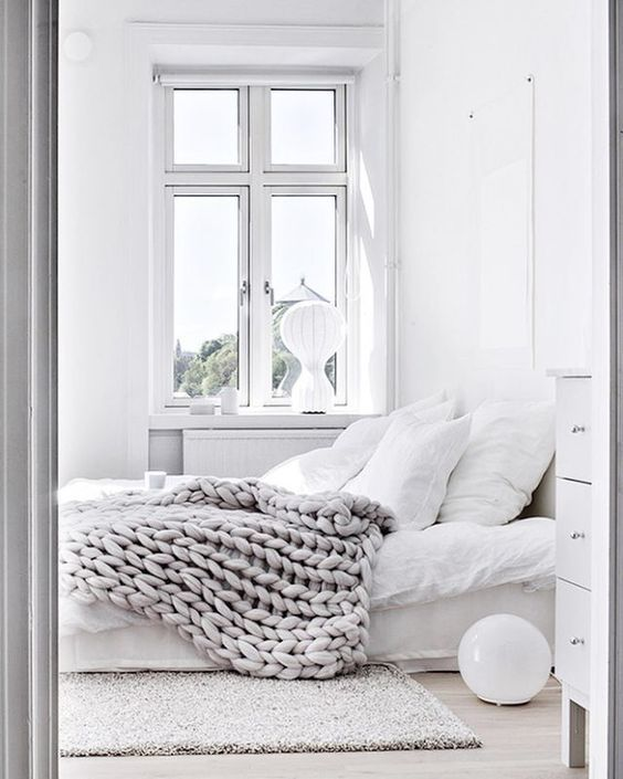 You can never go wrong with an all white interior. Especially, if you are an organizing maniac, a control freak or an obsessive compulsive cleaner, this is the perfect space for you. From a relaxing b