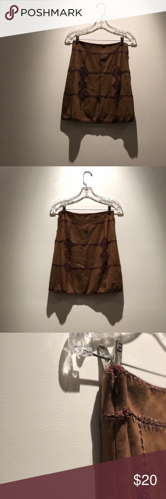 👜Hailey Baldwin inspired Zara brown skirt Zara woman brown embroidered skirt -Hailey Baldwin inspired  -velvet textile  -small seam separation as shown -never worn -all orders ship within 48 hours -all questions answered within 24 hours! Zara Skirts Mini
