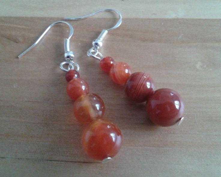 Boucles d'oreilles argentées pendante en agate rouge/brun : Boucles d'oreille par riaulee