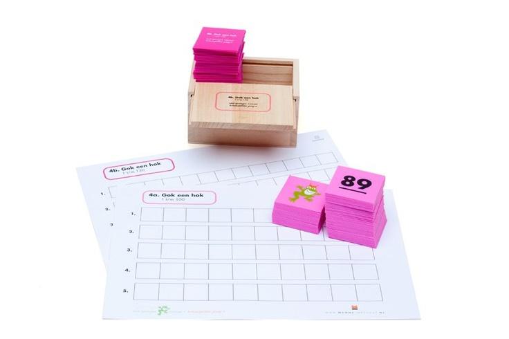 Spel uit het oefeneprogramma 'met sprongen vooruit'. Oefent het lokaliseren van de getallen tot 100.
