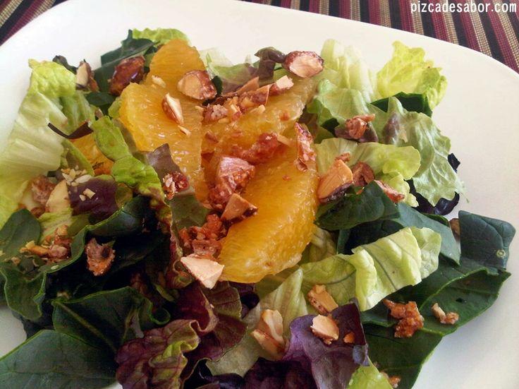 Una deliciosa ensalada con vinagreta de naranja cítrica fácil de hacer y lista en minutos, mejor hacerla en casa que comprarla en el súper.