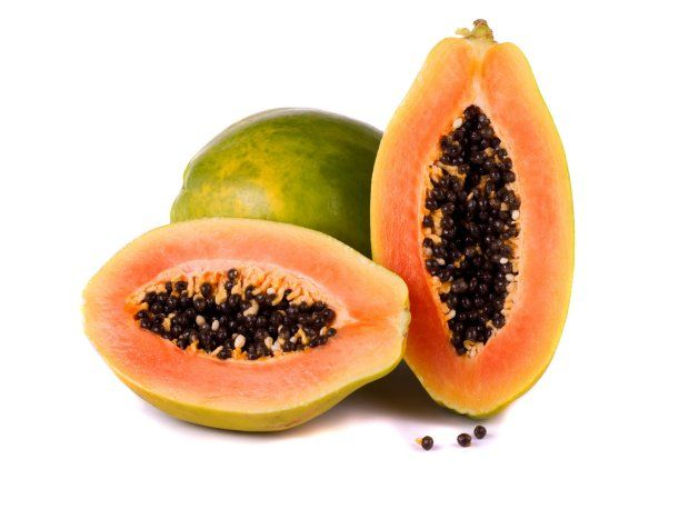 La papaya es una fruta que contiene muchas vitaminas, especialmente sus semillas, las cuales ayudan a cuidar la salud de las personas.