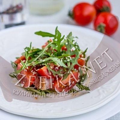 Необычный салат с консервированным тунцом, рукколой и помидорами черри — Кулинарные рецепты любящей жены