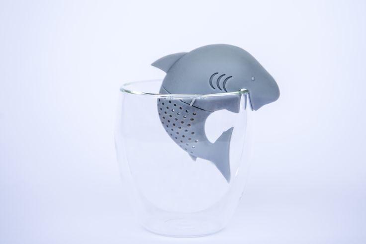 Excelente accesorio para acompañar una rica taza de té ! Encuentralo en: http://tiendadete.cl/infusor-de-te-tiburon/
