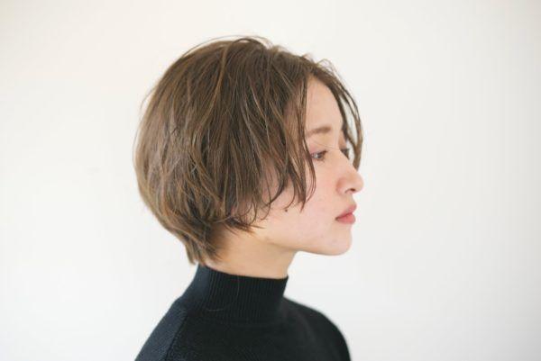 ショート 髪の量が多い人に似合う髪型 ヘアスタイル15選 短い髪のためのヘアスタイル ヘアスタイル 毛量の多い髪