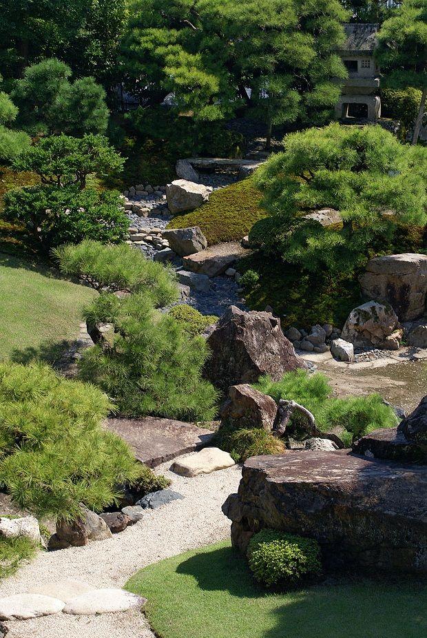 Perinteinen japanilainen puutarha Nagahamassa. (kuva: 663highland CC-SA)