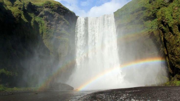 VIDEO DE LAS HIPNOPTICAS CATARATAS DE ISLANDIA.- (Spanish). enriquepacheco.com twitter.com/EnriquePacheco_ facebook.com/eppacheco  Vatn [Islandés] = Agua  En esta película, el agua o V...