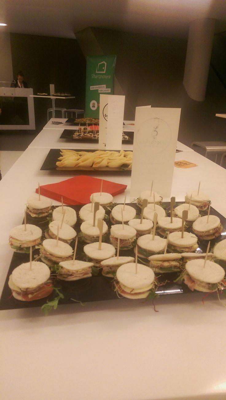 Mini clubs-sandwich et conchiglioni au pesto rouge