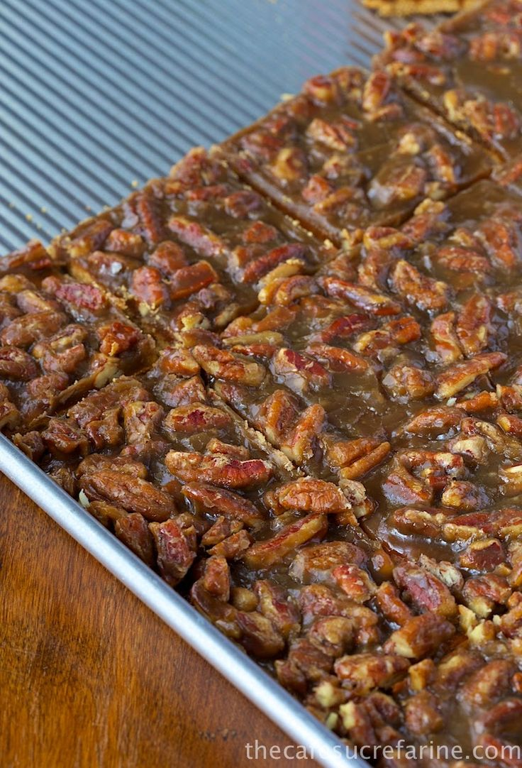 Southern #Praline Bars recipe {Just graham crackers, dark brown sugar, butter, vanilla & TWO cups pecans!}