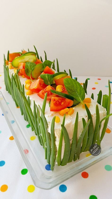 Tost Ekmeği Salatası nasıl yapılır? Bir Dilim Lezzet farkıyla denenmiş, resimli ve güvenerek yapabileceğiniz Tost Ekmeği Salatası malzemelerine ve tarifine göz atın...