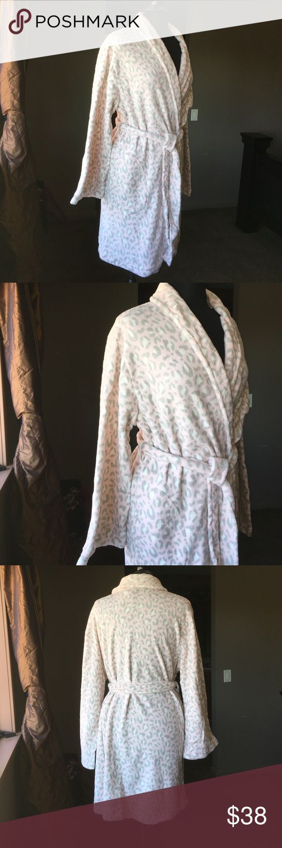 NWT Leopard soft short robe New with tags's leopard print short robe. Has pockets :) Super soft promotional gift from Ulta Ullta Intimates & Sleepwear Robes