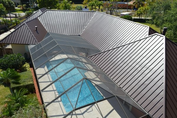 This Kendall, FL roof just received an exquisite Standing Seam metal roof makeover. The most professional metal roofing company in Miami, Istueta Roofing, installed the metal roof with a Mansard Brown color plus a high quality Grace Watershield Underlayment.