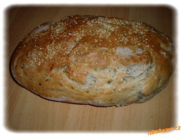 Suroviny dáme do pekárny v pořadí, jak jsem napsala, sůl,cukr a kmín dáváme vždy do rohu (každý do j...