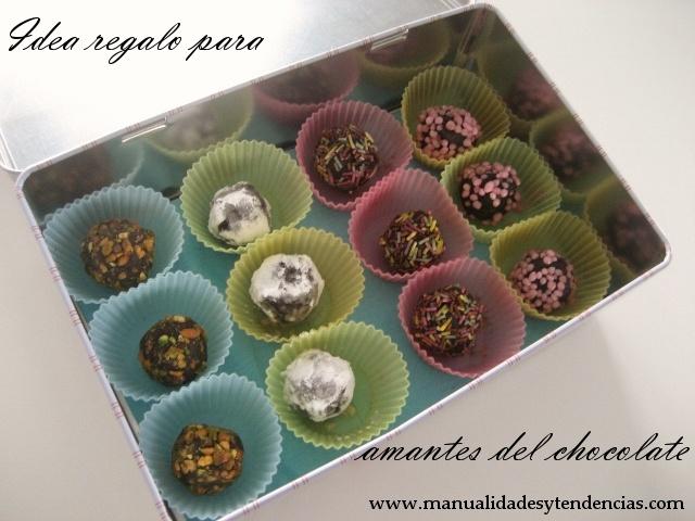 www.manualidadesytendencias.com Idea regalo para adicots al chocolate: trufas caseras / Gift idea for chocaholics: homemade truffles #sweetrecipes #chocolate #recetasdulces