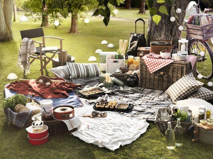 Hľadáte vhodné miesto, kde sa môžete stretnúť s priateľmi či rodinou? Urobte si piknik pod holým nebom. Prinášame zopár praktických rád a tipov, ako všetko jednoducho zorganizovať.  http://www.ikea.com/sk/sk/catalog/categories/departments/living_room/20528/