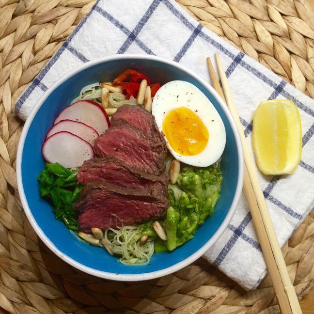 Rýžové nudle s hovězím a brokolicí • Rice noodles with beef and broccoli