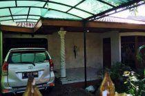 Dijual rumah huni di belakang dept YOGYA Klender dkat st. Kereta  2 kamar tidur 1 paviliun 1 kamar pembantu 1 ruang keluarga ±30m 2 kamar mandi Listrik 2200 watt Pam Jet pump 1 dapur Garasi muat 2 mobil Car Port Jalan besar 8 meter 1 lantai Line Telpon  Luas Tanah 304m Luas Bangunan 240m  Jln. Bulak Raya Klender, Pulo Gadung Jakarta Timur.  Informasi lengkap hubungi HP/WA 0811187602 atau 081511428812  Harga Rp 3 M nego  Sertifikat (Tanda Bukti Hak). 09.05.01.05.1.01...