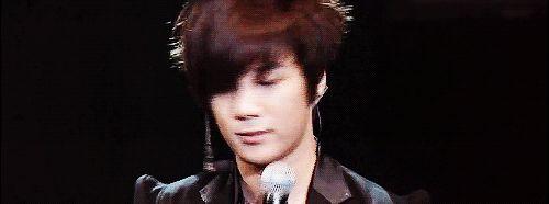 JM [GIF] he's too cute...