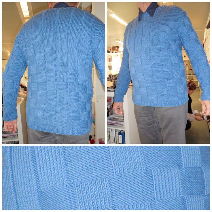 *15019* Ook de heren worden voorzien met een trui gemaakt van Bloemendalwol. — bij bloemendalwol.nl.
