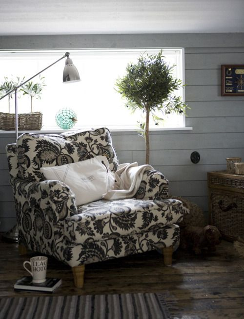 Comfy chairDesign Ideas, Country House, Dreams Housefurnitur, Cozy Chairs, Reading Spot, Reading Corner, Reading Chairs, Reading Nooks, Comfy Chairs