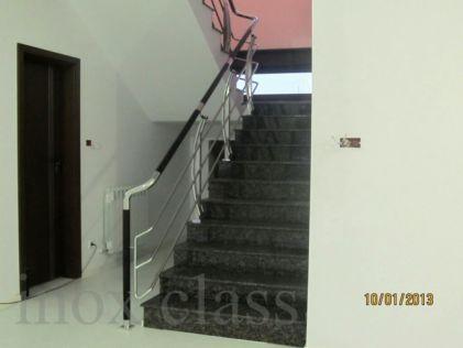 inox class produce balustrade din inox,sticlă,lemn,scări cu structură  din inox sau metal cu trepte din granit lemn sau sticlă  ,  cascade piscine calitate deosebită