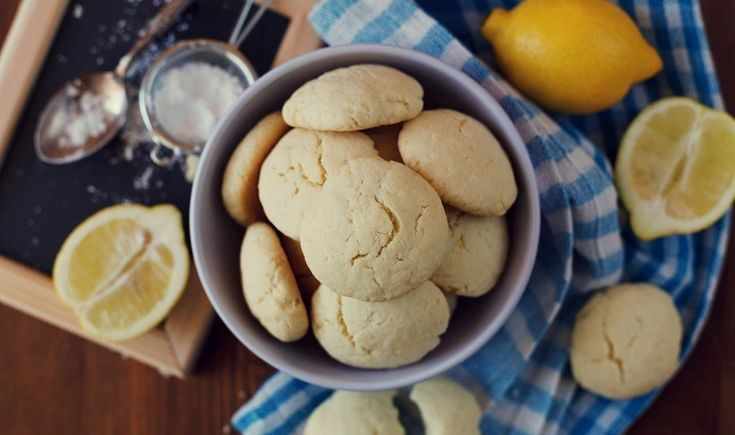 Μια εύκολη συνταγή για αρωματικά και πολύ νόστιμα μπισκοτάκια λεμονιού. Δύσκολα σταματάς στο ένα!