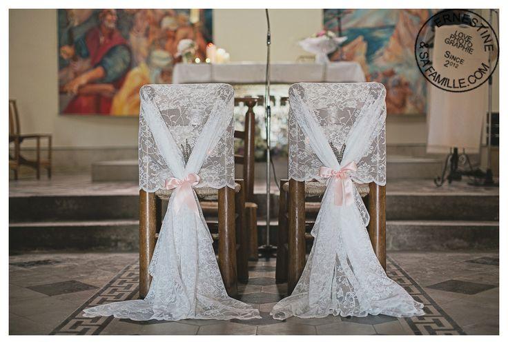 D tail d coration glise d coration chaises des mari s dentelle et rubans - Deco mariage vintage chic ...
